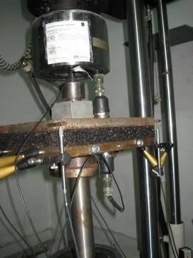 Assaig dinàmic per a la caracterització de la manta elastomèrica